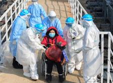 """Chiny przyznają się do """"słabych punktów"""" w walce z koronawirusem"""