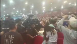 Chiny: Studenci wzięli rektora jako zakładnika. Policja brutalnie stłumiła zamieszki