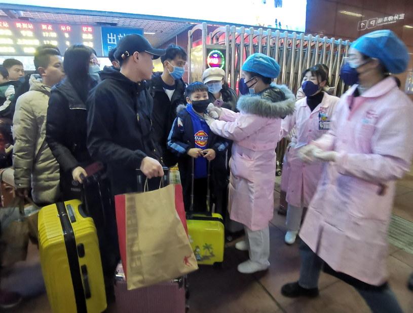 Chiny walczą z rozprzestrzenianiem się groźnego koronawirusa /HU GUOLIN  /PAP/EPA