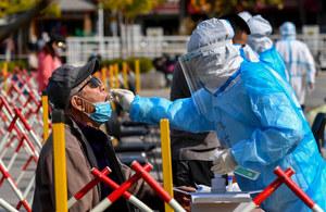 Chiny: Zamykają dzielnicę w megalopolis liczącym 100 mln ludzi. Wrócił koronawirus