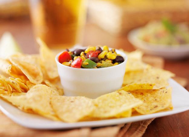 Chipsy możesz przygotować w domu /123RF/PICSEL