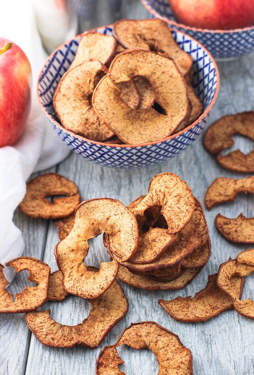 chipsy z jabłek /© Photogenica