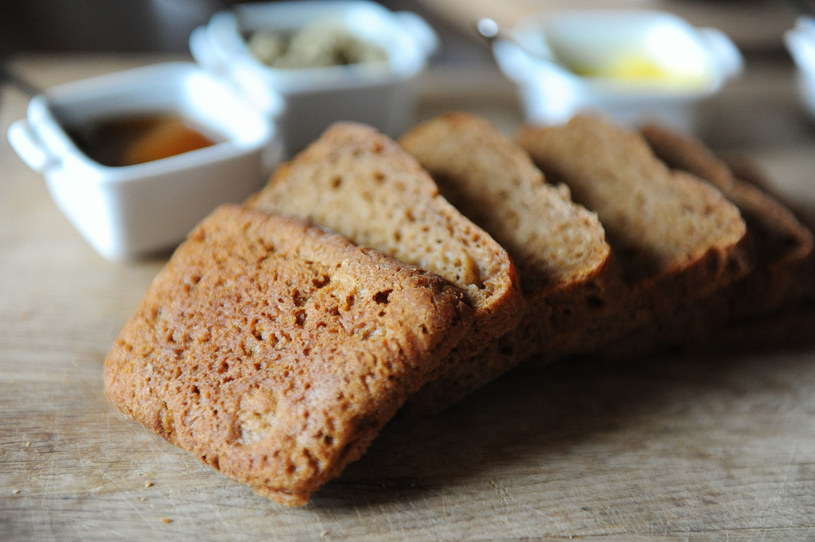 Chleb gryczany jest uwielbiany przez Polaków. Nic dziwnego, bo jest bardzo zdrowy /123RF/PICSEL