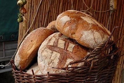 Chleb jada 92 proc. badanych, /A. Szilagyi /MWMedia