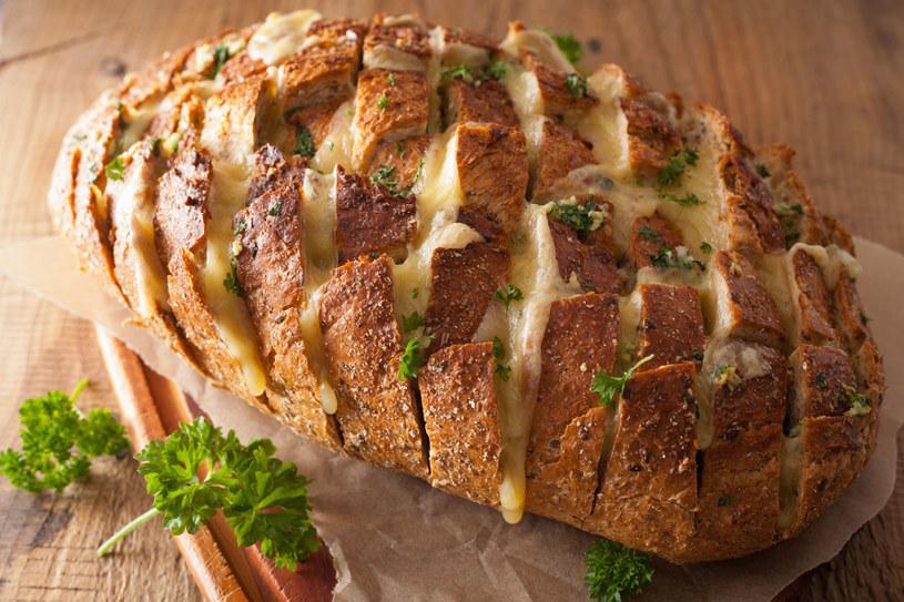 Chleb powinien być wczorajszy zbyt świeży się rozpadnie /123RF/PICSEL