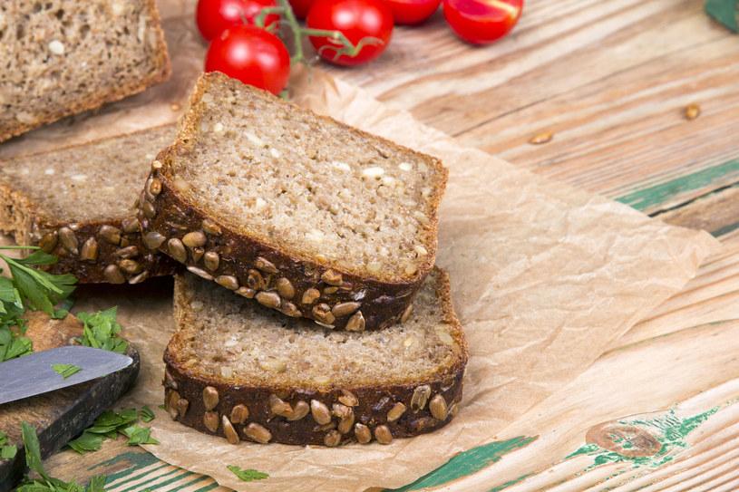 Chleb razowy ze słonecznikiem /123RF/PICSEL