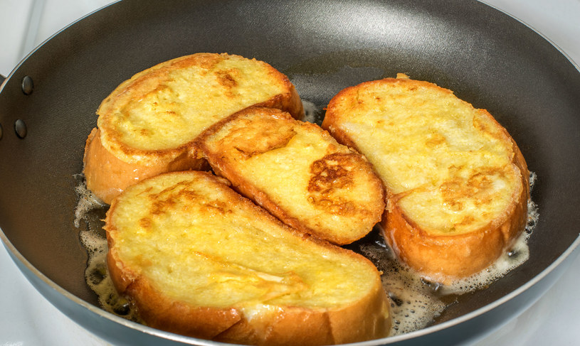 Chleb w jajku /123RF/PICSEL
