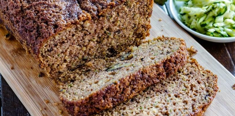 Chleb w nadmiarze szkodzi /©123RF/PICSEL