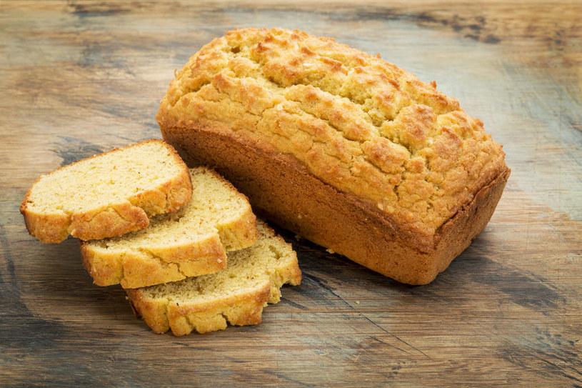 Chleb z mąki kokosowej i lnianej /©123RF/PICSEL