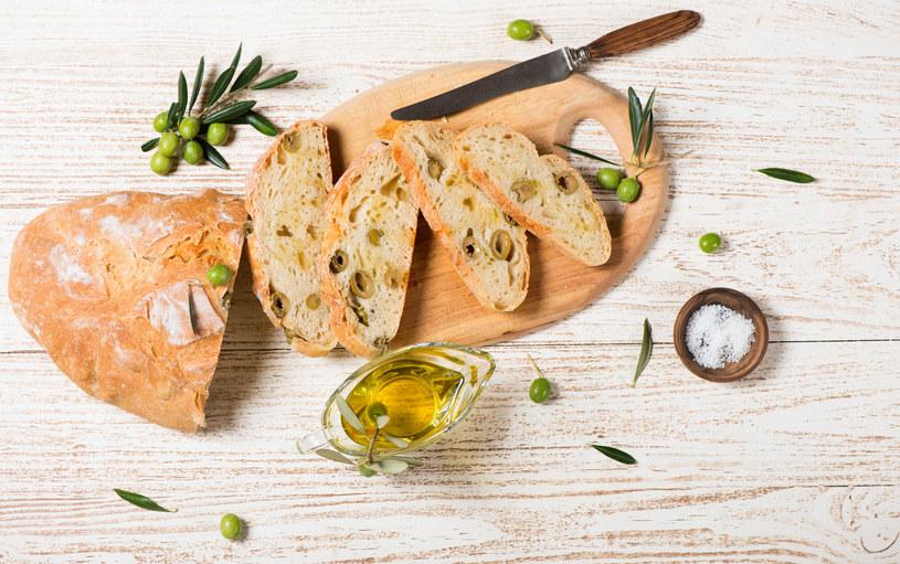 Chleb z oliwą to zdrowa i pożywna przekąska /123RF/PICSEL