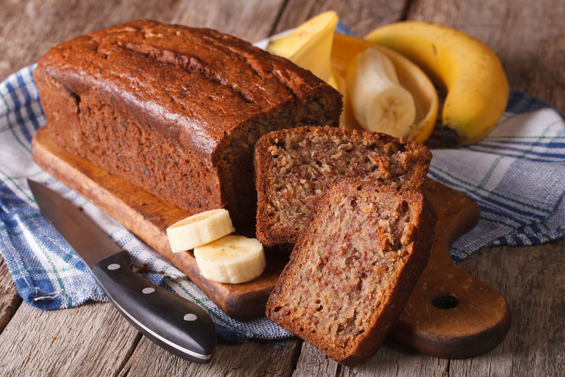 Chlebek bananowy to amerykańskie ciasto, które przypomina słodki chleb /123RF/PICSEL