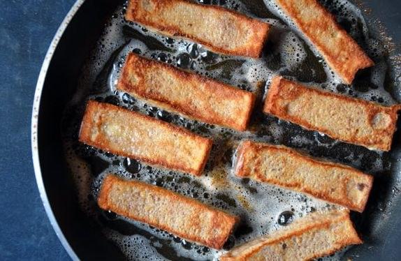 Chlebowe paluszki z cynamonem /© Photogenica