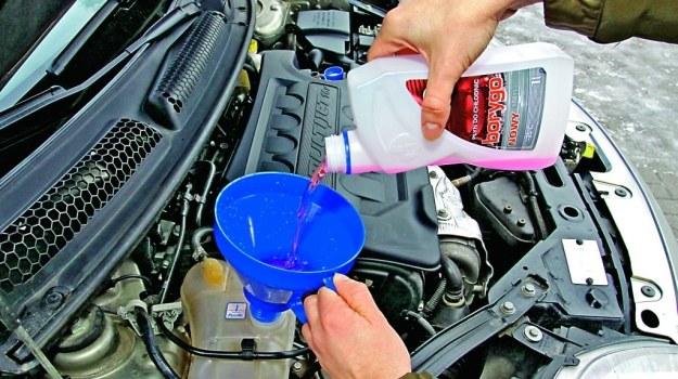 Chłodziwo można uzupełniać tylko takim samym płynem. Kolor nie ma znaczenia, liczy się skład chemiczny. /Motor