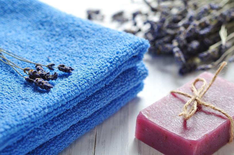 Chłonność i miękkość ręcznika zależy od rodzaju przędzy i jej splotu /Picsel /123RF/PICSEL