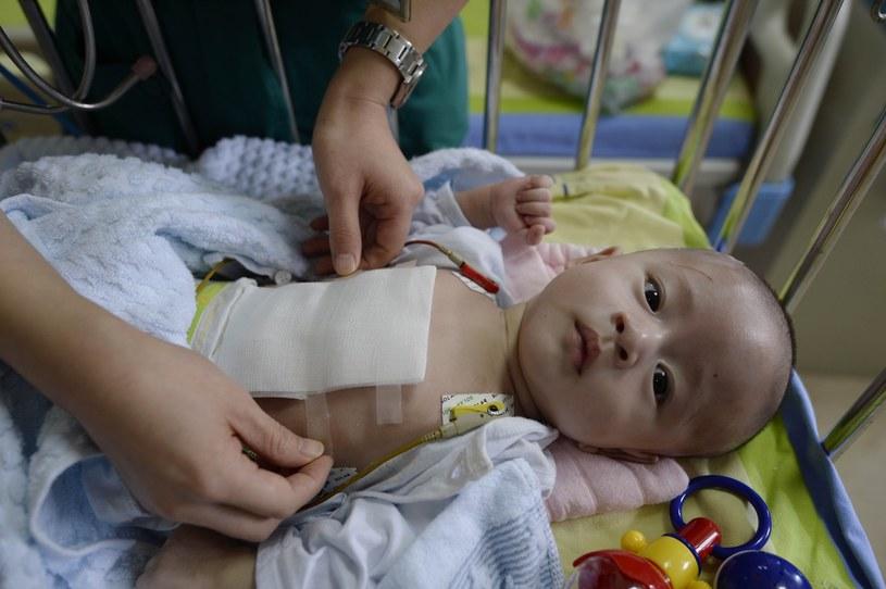 Chłopiec przyszedł na świat w Chinach. /East News