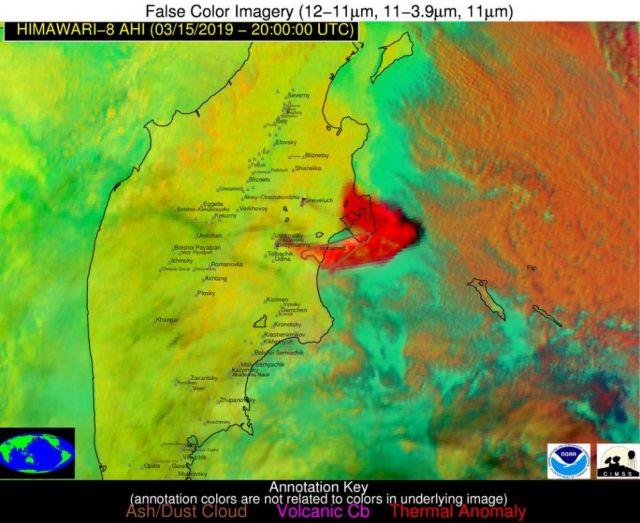 Chmura wyziewów z wulkanu przemieszcza się w kierunku na wschód od stożka /materiały prasowe