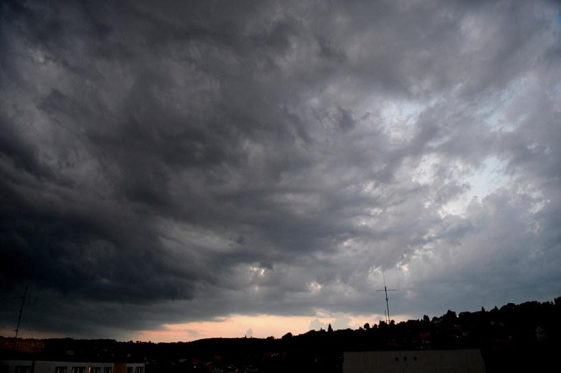 Chmury burzowe /Darek Delmanowicz /PAP