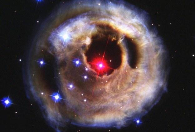 Chmury gazu otaczające czerwonego superolbrzyma /NASA