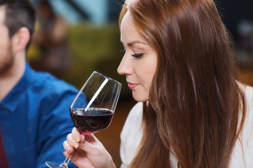 Choć alkohol nie należy do sprzymierzeńców odchudzania, eksperci zgodni są co do tego, iż wino nie zalicza się do bezwzględnych wrogów smukłej sylwetki /123RF/PICSEL
