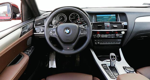 Choć jakość materiałów jest wysoka, konsola środkowa pod naciskiem wyraźnie skrzypi. Fantastyczne ergonomia i funkcjonalność. /Motor