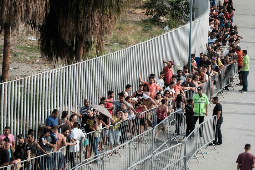 Choć karuzela z igrzyskami dawno odjechała, setki Brazylijczyków nie może doczekać się na pieniądze. /AFP