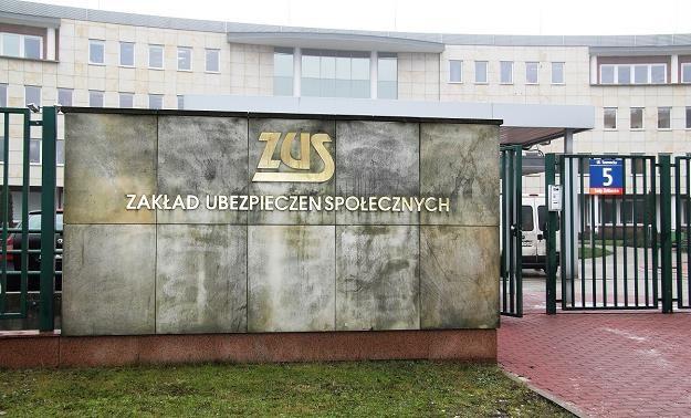 Choć rokrocznie brakuje miliardów złotych na emerytury, to eksperci nie przewidują bankructwa ZUS-u /MondayNews
