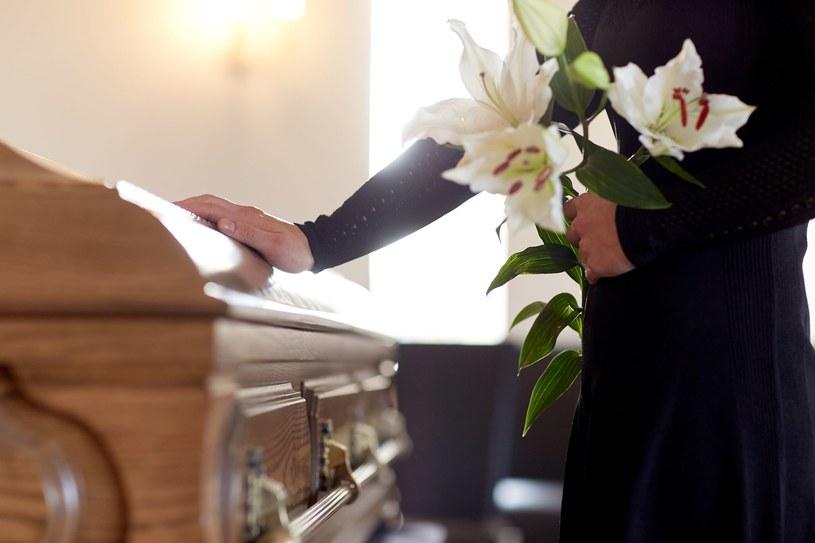 Chociaż wiele osób może to szokować, chętnych na uczestnictwo w targach pogrzebowych nie brakowało /123RF/PICSEL
