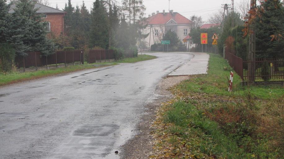 Chodnik jest, ale bardzo krótki. /Maciej Grzyb /RMF FM
