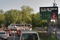 Chodnik na L4, autobus przepraszający za spóźnienie. Wyjątkowy projekt w Krakowie