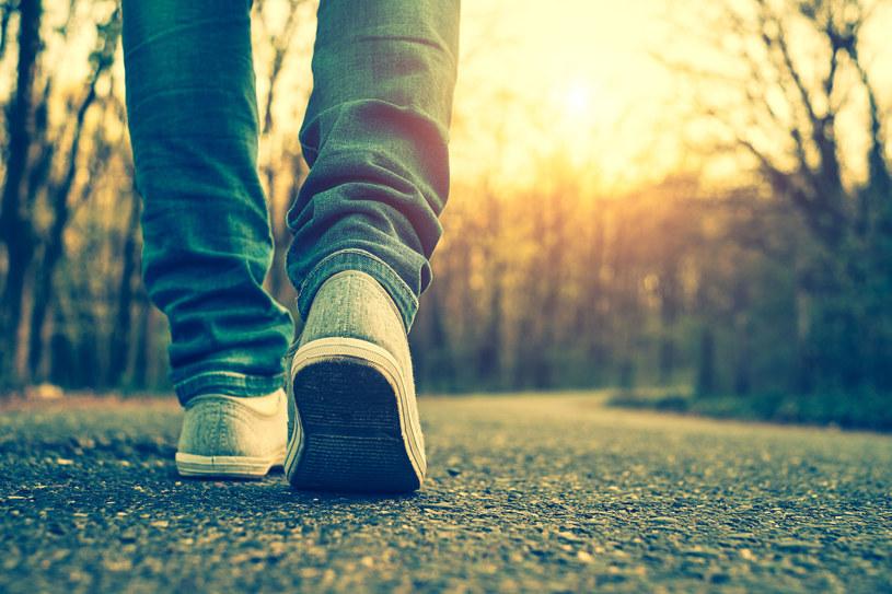Chodź na spacery jak najczęściej /123RF/PICSEL