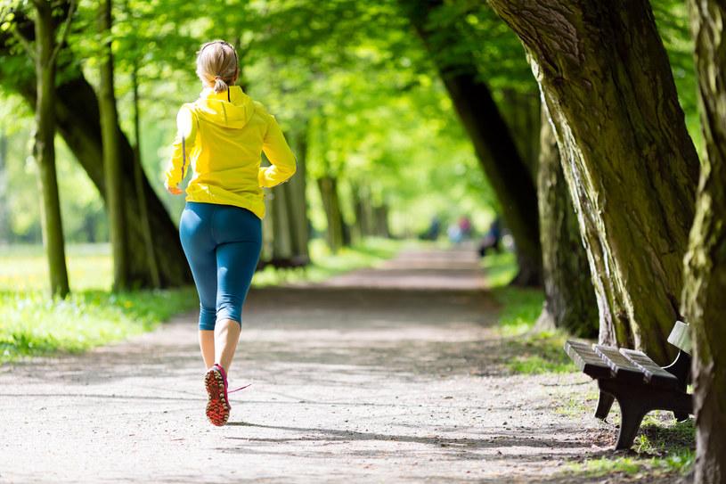 Chodzenie to najprostsza forma aktywności fizycznej, którą każdy może sobie zafundować /123RF/PICSEL