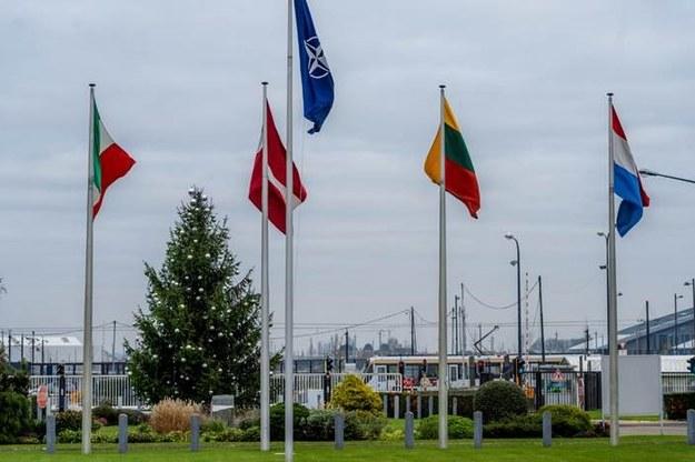 Choinka przed Kwaterą Główną NATO /Katarzyna Szymańska- Borginon  /RMF24