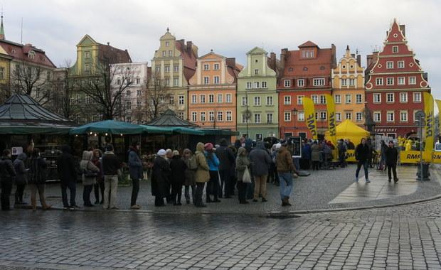"""""""Choinki pod choinkę"""" od RMF FM: Pachnące drzewka rozdaliśmy we Wrocławiu!"""