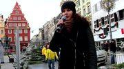"""""""Choinki pod choinkę"""" od RMF FM we Wrocławiu: Kolędę """"Pójdźmy wszyscy do stajenki"""" śpiewa Monika Lenartowicz"""