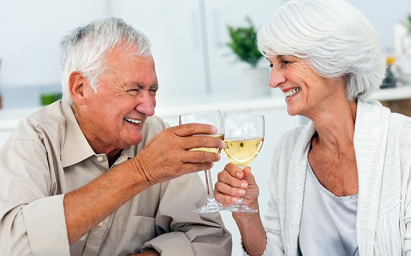 Choroba Alzheimera a wino /© Photogenica