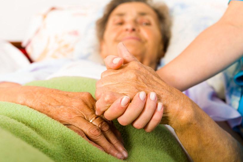 Choroba Parkinsona sprawia uzależnia od drugiego człowieka /©123RF/PICSEL