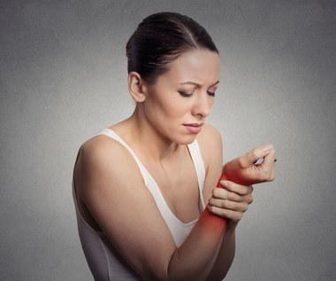 Choroba Stilla: Objawy, przyczyny, leczenie