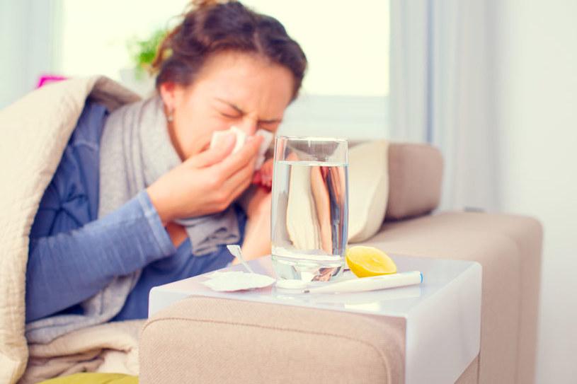 Chorobę autoimmunologiczną może wywołać nawet niegroźna infekcja wirusowa /123RF/PICSEL