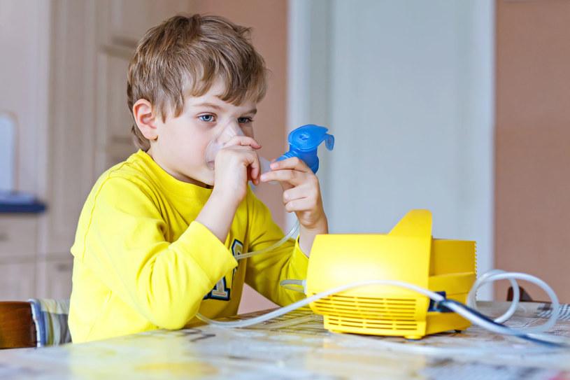 Chorobotwórcze skutki smogu dotykają przede wszystkim dzieci /123RF/PICSEL