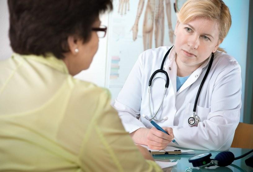 Choroby przewlekłe powodują kosztowną absencję pracowników /123RF/PICSEL