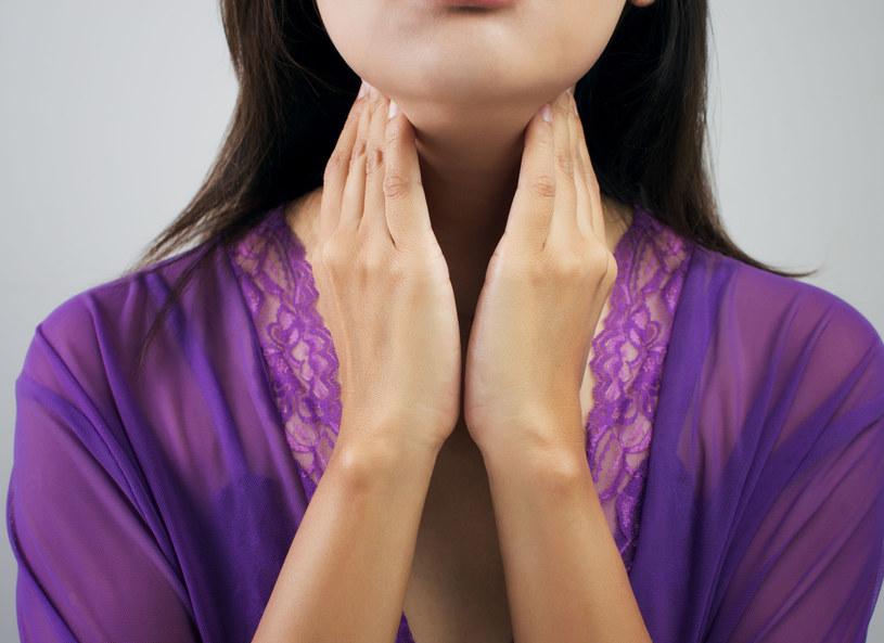 Choroby tarczycy często latami przebiegają bezobjawowo /123RF/PICSEL