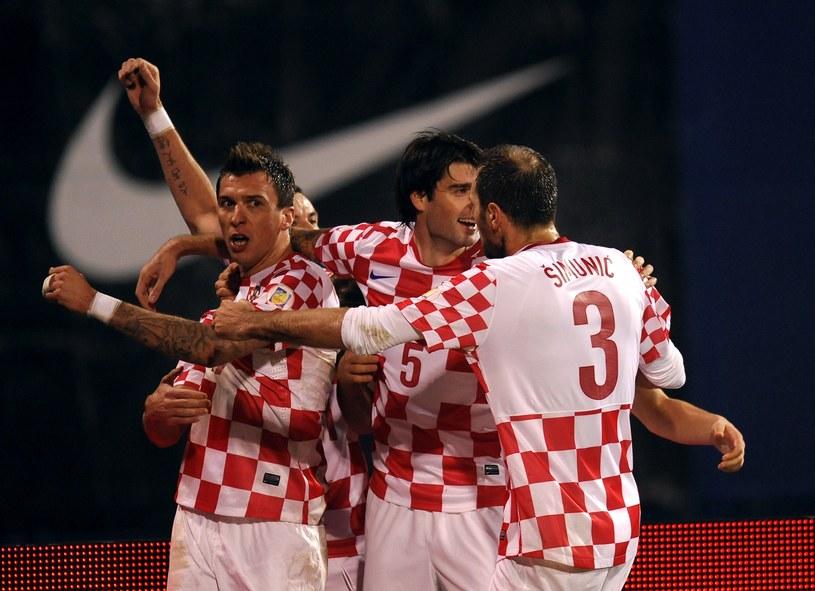 Chorwaci cieszą się po golu Maria Mandżukicia (z lewej) /AFP