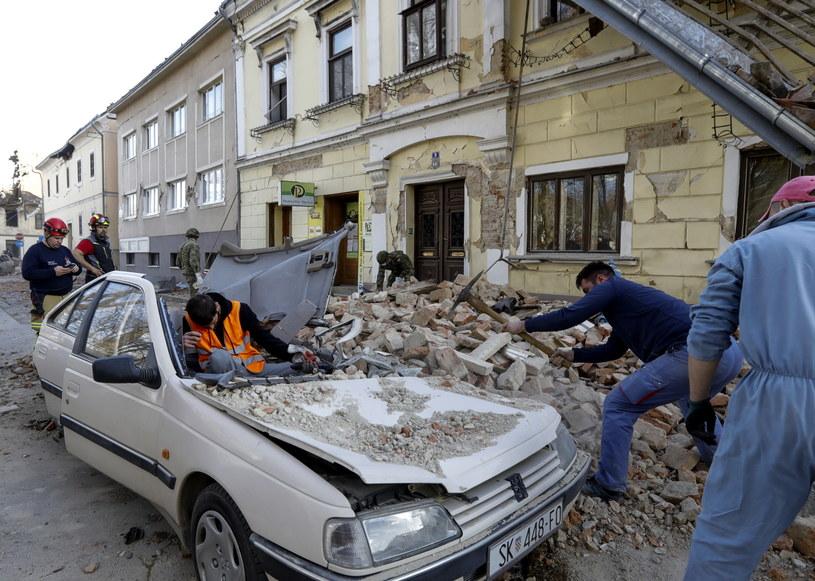 Chorwacja: Trwa akcja ratunkowa po trzęsieniu ziemi; do akcji włączono armię /ANTONIO BAT /PAP