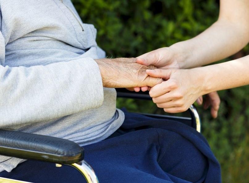 Chorzy na alzheimera są bardziej odporni na ból? /123RF/PICSEL