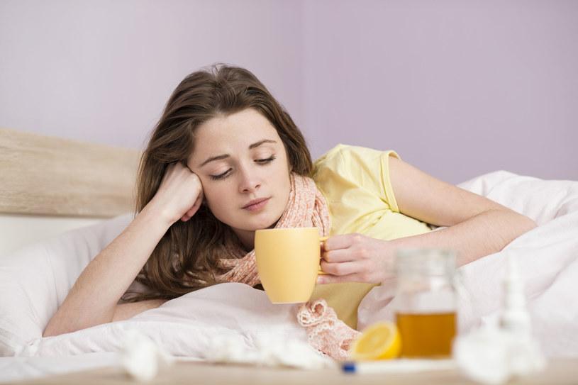Chorzy na grypę intensywnie roznoszą wirusa samym oddechem /123RF/PICSEL