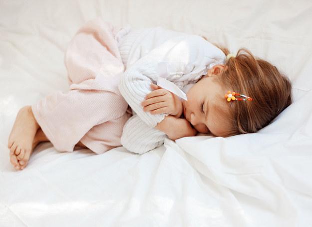 Chrapanie powoduje złe zachowanie dziecka /123RF/PICSEL