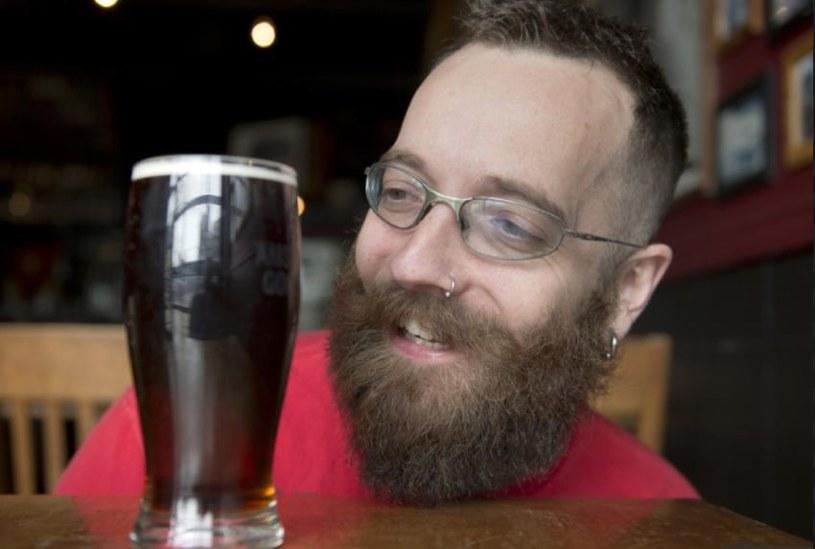 Chris Schryer, piwny bloger z Toronto, postanowił, że w tym roku w czasie postu będzie spożywał głównie piwo /YouTube