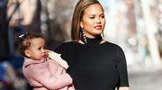 Chrissy Teigen - dumna mama w niedoskonałym ciele