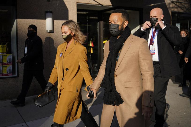 Chrissy Teigen i John Legend otwarcie popierają nowego prezydenta USA, Joe Bidena /East News