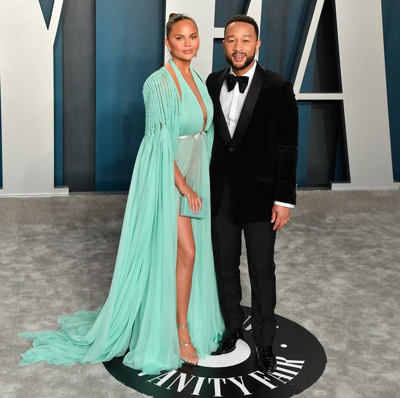 Chrissy Teigen i John Legend /Allen Berezovsky /Getty Images